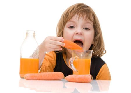 Không nên lạm dụng rau củ trong chế độ ăn của con.