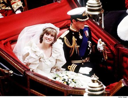 3. Váy cưới của công nương Diana 1
