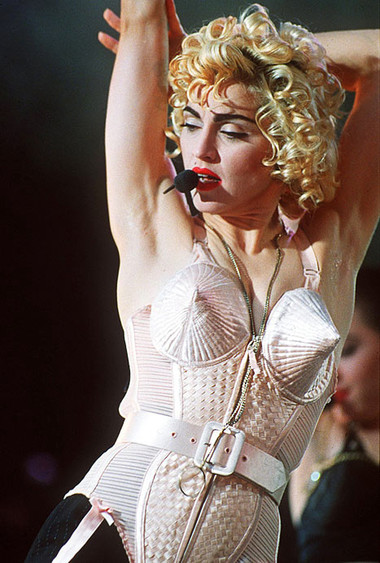6. Áo corset của Madonna 1