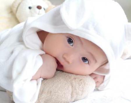 """Đứa trẻ sinh ra trong ngày rằm, mùng một được coi là có """"lộc""""."""