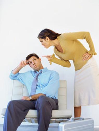 Ngày nào chị cũng chất vấn anh khiến anh thấy ngạt thở.