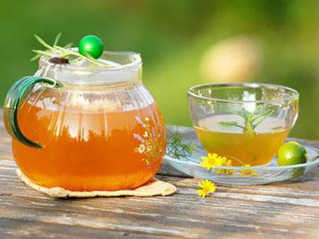 Nước chanh mật ong giúp nhiều bà bầu xóa tan nỗi trăn trở làm sao lấy lại được vòng eo sau sinh.