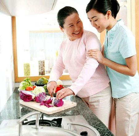 Sống dung hòa thì mối quan hệ mẹ chồng nàng dâu sẽ được cải thiện.