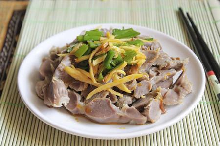 Mề gà giòn với vị thơm của gừng ăn rất ngon và hấp dẫn.
