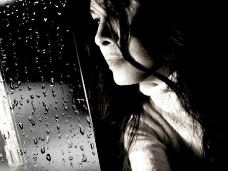 Nghe mưa rơi mà em thấy mình buồn và cô đơn nhiều lắm anh ơi!