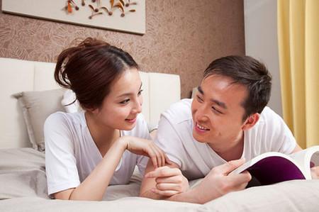 Tâm sự với chồng để chồng có thể hiểu và giúp em chấm dứt mọi chuyện.