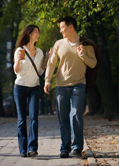Chồng em và cô ấy thường xuyên đi cùng nhau, chuyện trò thân thiết