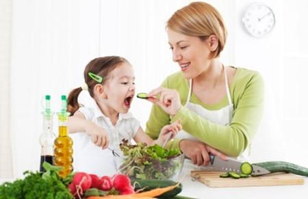 Mẹ hãy lưu ý khi chế biến món rau cho trẻ.