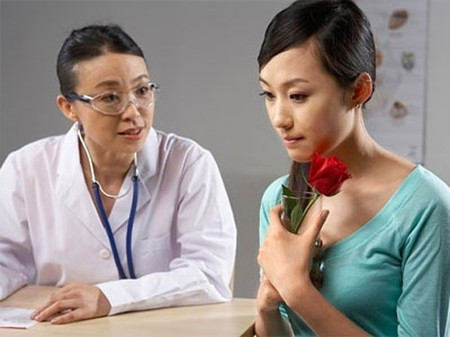 Trao đổi cởi mở tình trạng sức khỏe với bác sĩ chuyên khoa là điều hết sức cần thiết.