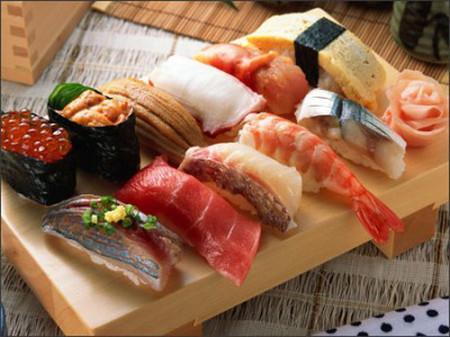 Đa dạng thực phẩm và thường xuyên thay đổi thực đơn để kích thích người bệnh ăn nhiều hơn.