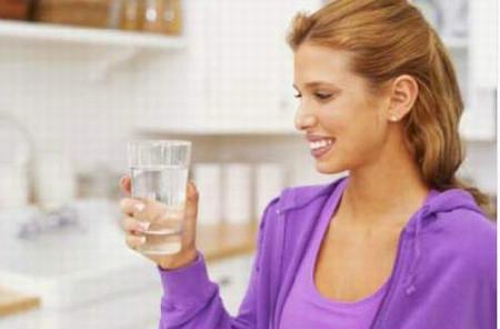 Nước lọc hay nước chanh tươi là thức uống tốt nhất cho các bạn.