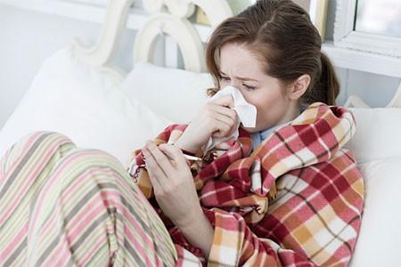 Sổ mũi, ho và sốt là những triệu chứng của cảm lạnh hoặc cúm.