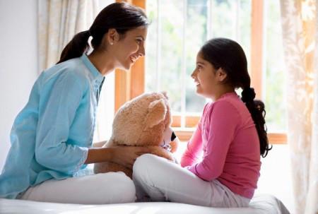 Sự thân thiện sẽ giúp em gần con bé hơn và bỏ qua mọi rào cản.