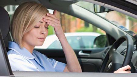 Buồn ngủ khi lái xe có thể xảy ra tai nạn bất cứ lúc nào.
