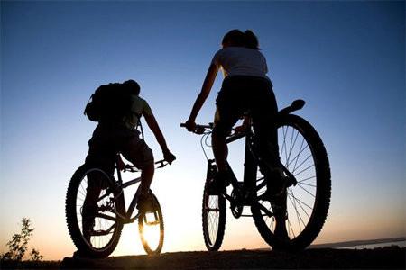 Đi xe đạp giúp cơ thể dẻo dai, khỏe đẹp 1