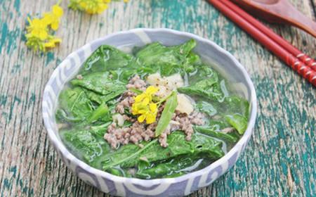 Bữa cơm chiều sẽ ấm cúng hơn với tô canh cải ấm nồng vị gừng và the the vị cải.