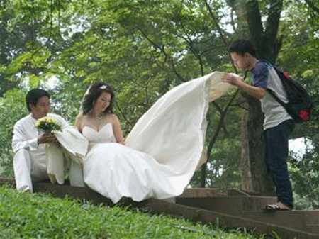 Bạn luôn quan tâm đến các tạp chí về cưới xin.
