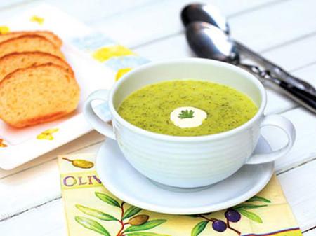 Ăn súp bông cải xanh bé sẽ thoải mái và dễ chịu hơn.