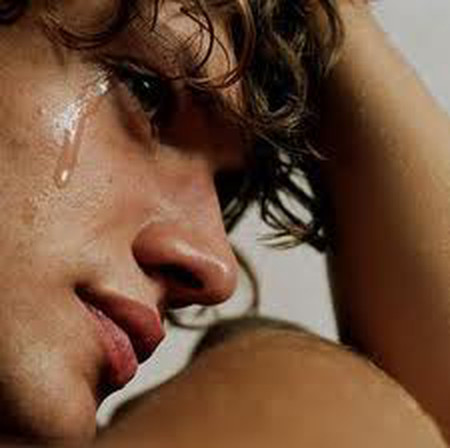 Đêm nào tôi cũng khóc, tôi yêu em và tôi lo cho em.