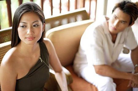 Vợ chồng gã cãi nhau khi vợ gã biết mình có bầu.
