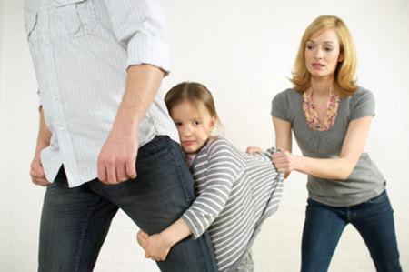 Hãy mạnh mẽ giao con cho chồng nuôi.