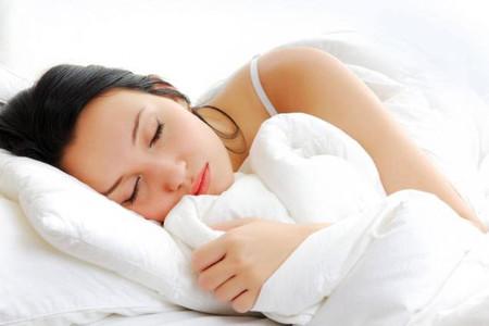 Ngủ đúng giờ và ngủ đủ thời gian sẽ giúp cơ thể thoải mái và khỏe mạnh.