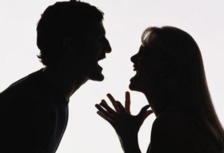 Nếu một trong hai vợ chồng không kiềm chế được cơn nóng giận thì sẽ khs giữ được tổ ấm.