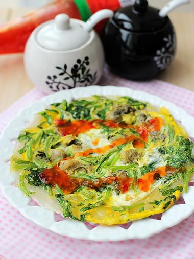Hương vị từ hàu và cải cúc sẽ giúp cho món trứng của bạn thêm phần lạ miệng.