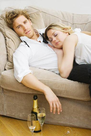 """""""Yêu"""" sau khi uống rượu bia dễ dẫn đến những """"tai nạn"""" khó lường."""