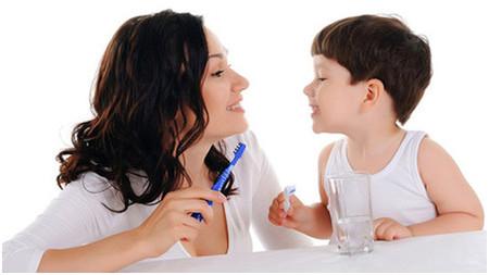 Các mẹ đừng nghĩ răng sữa thì không cần chăm sóc nhé!