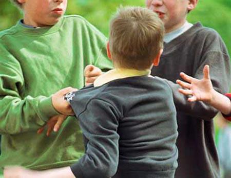 Trẻ bị bắt nạt dễ rối loạn tâm thần.