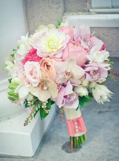 Những mẫu hoa cưới cầm tay cho cô dâu mùa Xuân/ Hè 9