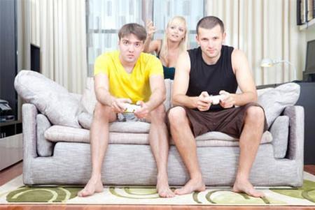 Ngày trước chị cám ơn bạn của anh bao nhiêu thì giờ chị không biết làm thế nào tống cổ anh ta ra khỏi ông chồng chị.