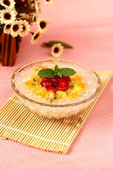 vị thanh mát tự nhiên từ nước cốt dừa và hoa quả nên rất dễ ăn và phù hợp với mọi khẩu vị.