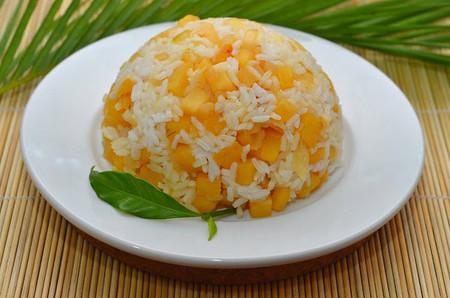 Hương vị chua ngọt thơm lựng cùng màu sắc đẹp mắt của món cơm chay kiểu Thái sẽ cùng bạn chinh phục khẩu vị của cả nhà!