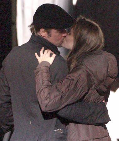 Chúng tôi đã trao cho nhau nụ hôn nồng nàn.