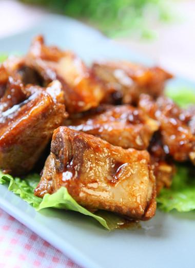 Vị ngon của món sườn ram đến từ sự kết hợp hài hòa giữa các nguyên liệu khiến cho món ăn trở nên thật đậm đà thơm ngon.
