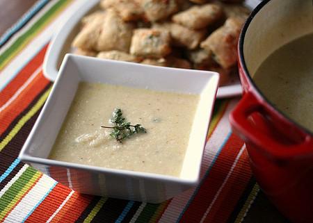 Với vị thơm và béo đặc trưng của phô mai, món súp bông cải trở nên hấp dẫn hơn bao giờ hết!