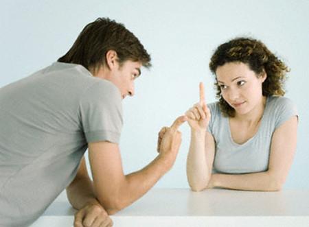 Vợ chồng nên thẳng thắn trao đổi và đưa ra những quan điểm chung.