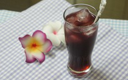 Siro dâu là loại nước giải khát không chỉ có tác dụng giải nhiệt mà còn chữa được nhiều loại bệnh.
