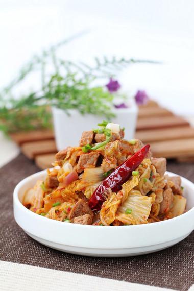thịt bò thật mềm và kim chi chua chua cay cay sẽ giúp bữa cơm gia đình thêm ngon miệng.
