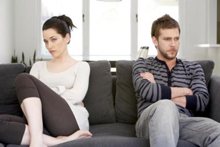 Vợ chồng không cùng chung vai sát cánh khi khó khăn.
