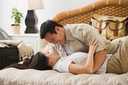 Sẽ như thế nào nếu chồng em biết được thói trăng hoa của vợ mình?