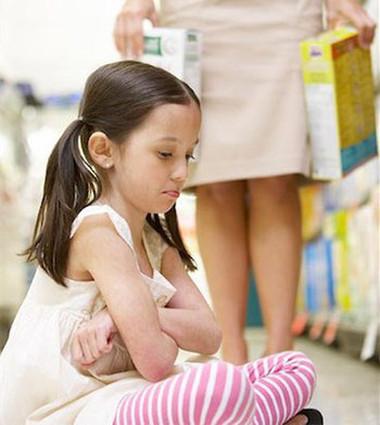 Để việc dạy con xin lỗi hiệu quả hơn, cha mẹ cần giải thích cho bé vì sao phải nói lời xin lỗi.