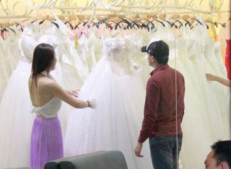 3. Thử nhiều dáng váy khác nhau 1