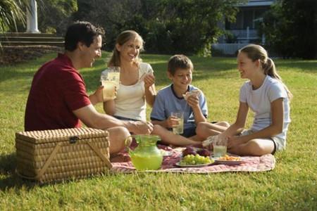Giữa việc nuôi dạy con đầu lòng với con thứ đôi khi là sự khác nhau đến trái ngược khiến không ít bậc cha mẹ ngạc nhiên.
