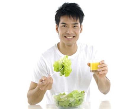 An nhiều rau quả và chất xơ để giảm mỡ máu.