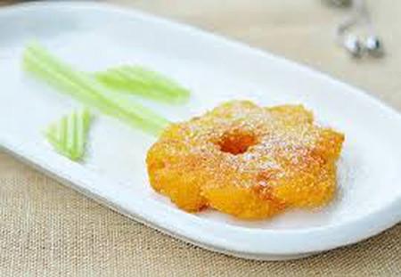 Hương vị bánh dứa chiên giòn rất thơm ngon, cộng thêm vỏ bao ngoài giòn rụm thật hấp dẫn!