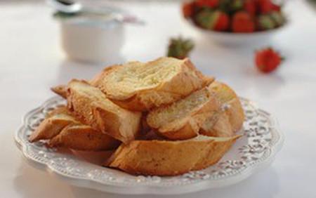 bánh giòn tan và thơm lừng mùi bơ, ăn bùi bùi và ngọt ngọt