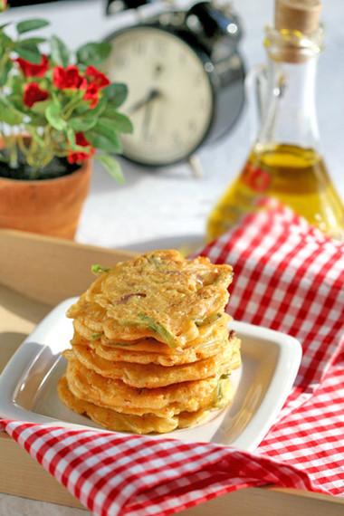 vị giòn thơm của bánh, chua cay từ kim chi và cay nồng thơm ngon của các loại rau củ, chắc chắn bạn sẽ thích đấy!